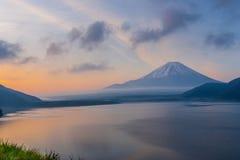 Zet Fuji in de ochtend op Royalty-vrije Stock Fotografie
