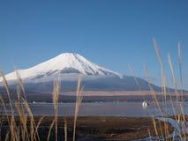 Zet Fuji en blauw-hemel op Royalty-vrije Stock Foto