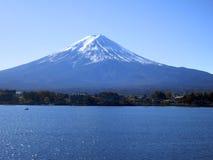 Zet Fuji op -- Iconisch Beeld van Mt. Fuji over Meer royalty-vrije stock foto's