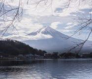 Zet Fuji op vijf meren stock foto's