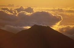 Zet Haleakala-Vulkaan bij Zonsopgang op, Maui, Hawaï Royalty-vrije Stock Foto's