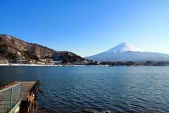 Zet het meer van Fuji en van kawacuchiko, Kawacuchiko, Japan op royalty-vrije stock afbeelding