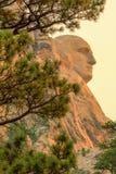 Zet het Nationale Herdenkingswashington profiel van Rushmore bij zonsopgang op stock afbeelding