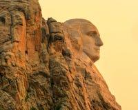Zet het Nationale Herdenkingswashington profiel van Rushmore bij zonsopgang op stock foto