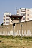 Zet horlogetoren jailhouse op achtergrond 3 gevangen Stock Afbeeldingen