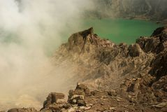 Zet Ijen-Krater in Oost-Java, Indonesië op royalty-vrije stock afbeelding