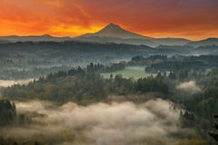 Zet Kap en Sandy River Valley Sunrise in Oregon op stock afbeeldingen