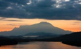 Zet Kinabalu bij zonsopgang op Stock Afbeelding