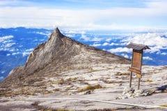 Zet Kinabalu-Zuidenpiek in Sabah, Borneo, Maleisië op royalty-vrije stock afbeeldingen