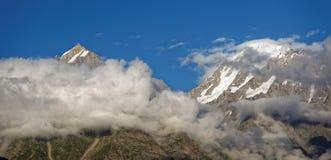 Zet Kinnaur Kailash, een prachtige piek in het Himalayagebergte op Royalty-vrije Stock Foto