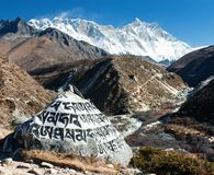 Zet Lhotse en boeddhistische symbolen op Royalty-vrije Stock Foto's
