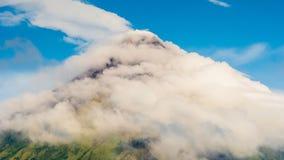 Zet Mayon-vulkaan in Legazpi, Luzon, Filippijnen op stock footage