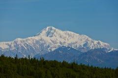 Zet McKinley met duidelijke blauwe hemel op Stock Foto's