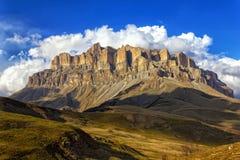 Zet Mehtygen in de Kaukasus in Kabardino-Balkarië, Rusland op Royalty-vrije Stock Foto's