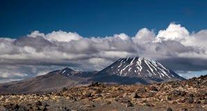 Zet Ngauruhoe in Nationaal Park Tongariro op Royalty-vrije Stock Fotografie