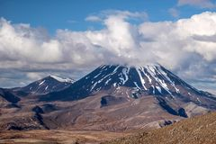 Zet Ngauruhoe in Nationaal Park Tongariro op Stock Foto's