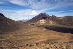 Zet Ngauruhoe (Noodlot) op, Kruising Tongariro Royalty-vrije Stock Afbeelding
