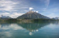 Zet Niesen op - de Piramide Suisse Royalty-vrije Stock Foto's