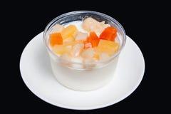 Zet puddingsfruitsalade op gelei Stock Foto's