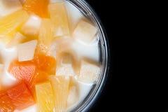 Zet puddingsfruitsalade op gelei Stock Afbeeldingen