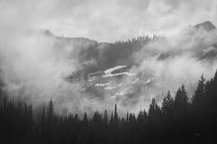 Zet Regenachtiger op gehuld in Wolken royalty-vrije stock afbeelding