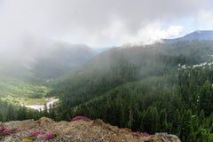 Zet Regenachtiger op gehuld in Wolken stock fotografie