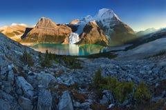 Zet Robson op is de prominentste berg in de waaier van Rocky Mountain van Noord-Amerika stock foto