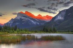 Zet Rundle, Vermillion Meer, het Nationale Park van Banff op royalty-vrije stock foto