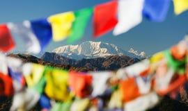 Zet Saipal met gebedvlaggen op Stock Afbeelding