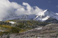 Zet Sneffels-Bergketen in de Herfst op Stock Foto's