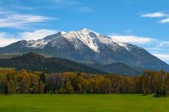 Zet Sopris-Elandenbergen Colorado op - Dalingskleuren Stock Foto