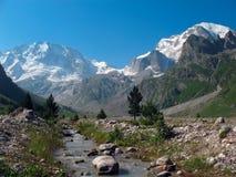 Zet ullu-Tau van de kloof adyr-Su op caucasus Royalty-vrije Stock Afbeelding