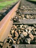Zet uw oor op het spoor stock afbeeldingen
