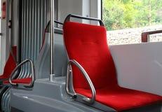 Zetels binnen de tram stock afbeeldingen