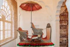 Zetels genoemd die Hawdas bovenop Olifanten wordt gebruikt Stock Fotografie