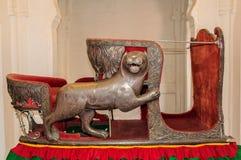 Zetels genoemd die Hawdas bovenop Olifanten wordt gebruikt Stock Afbeeldingen