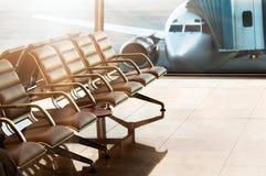 Zetels, mening van luchthavenzaal stock afbeeldingen