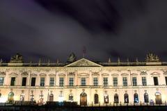 Zeughaus (arsenal viejo) en Berlín por noche Foto de archivo libre de regalías
