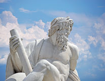 Zeus mot blå himmel, detalj av springbrunnen Rome för floder för Italien Rome Navona fyrkant fyra Arkivfoto