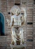 Zeus-standbeeldgod van hemel en donder in Griekenland stock afbeelding