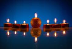 Zeven brandende kaarsen Royalty-vrije Stock Foto's