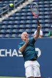 Zeven keer Grand Slam-Kampioen John McEnroe in actie tijdens de gelijke van de het US Opententoonstelling van 2018 in onlangs ope stock fotografie