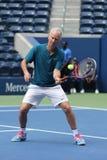 Zeven keer Grand Slam-Kampioen John McEnroe in actie tijdens de gelijke van de het US Opententoonstelling van 2018 in onlangs ope stock afbeelding