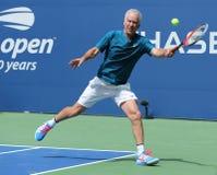 Zeven keer Grand Slam-Kampioen John McEnroe in actie tijdens de gelijke van de het US Opententoonstelling van 2018 in onlangs ope royalty-vrije stock foto's