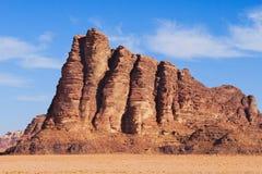 Zeven pijlers van wijsheid op Wadi Rum-woestijn in Jordanië royalty-vrije stock afbeelding