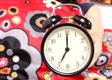 Zeven uur die op de wekker worden vermeld royalty-vrije stock foto's