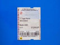 Zevendaags kaartje in Berlijn over blauw Royalty-vrije Stock Afbeeldingen