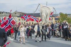 Zeventiende van kan, de nationale dag van Noorwegen royalty-vrije stock foto's