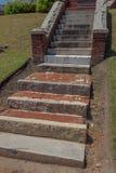 Zewnętrzni schodki tworzący od świstków cegła, boniujący kamień, bielu marmur i beton, obrazy stock