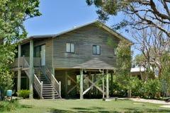 Zewnętrznie widok mieszkaniowy dom w Teewah wiosce, Queensland obraz stock